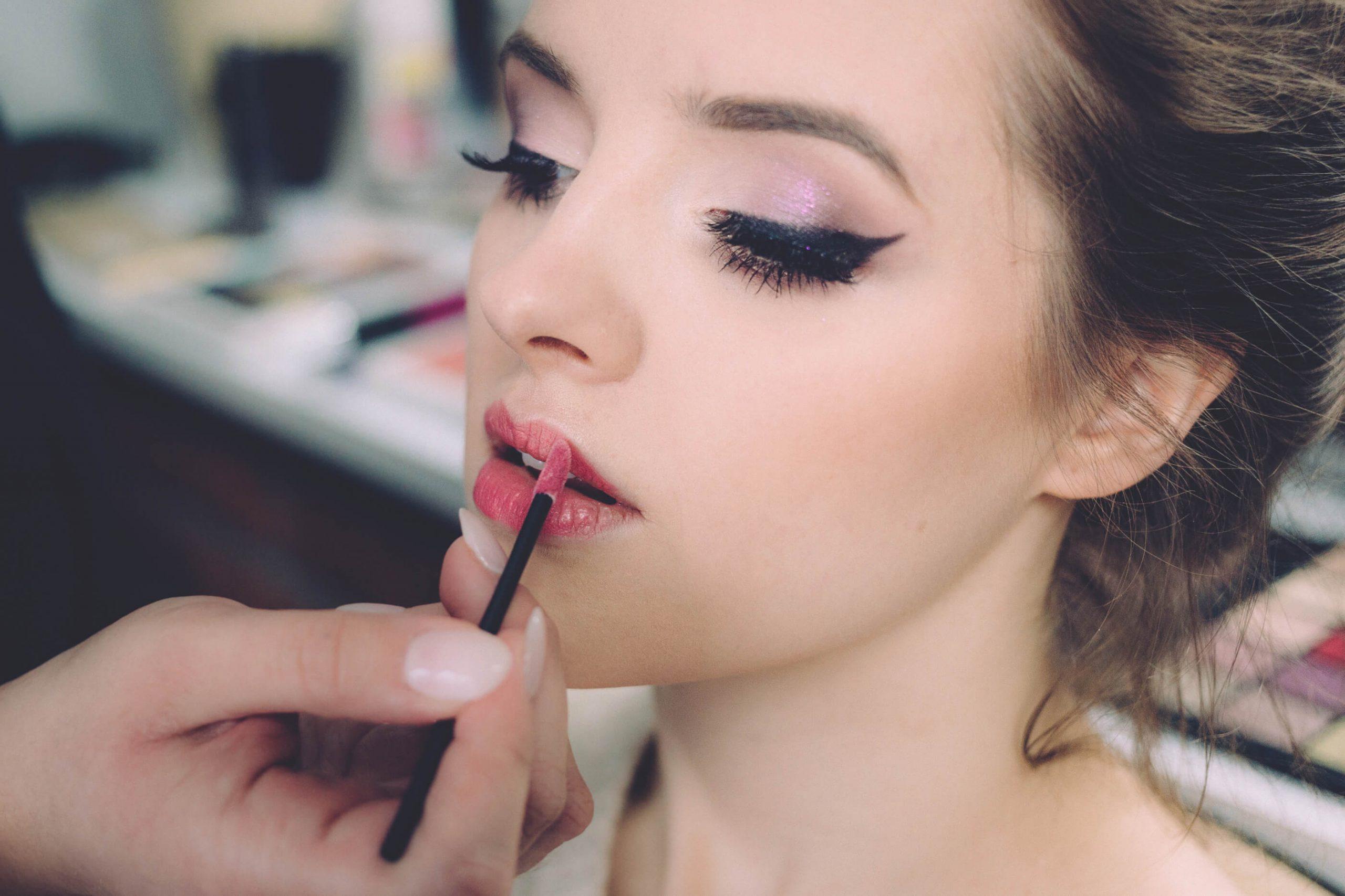 Jak przygotować twarz pod idealny makijaż, jak dbać o cerę?